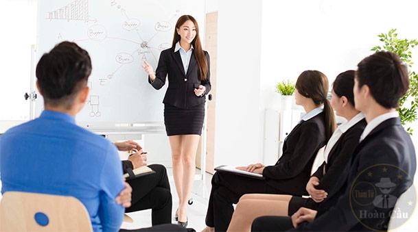 phụ nữ thông minh không ở góc văn phòng