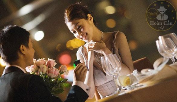 Con gái nên chọn người mình yêu hay người yêu mình?