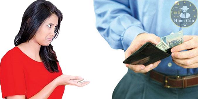 Chồng keo kiệt bủn xỉn không đưa tiền cho vợ, tính toán từng đồng