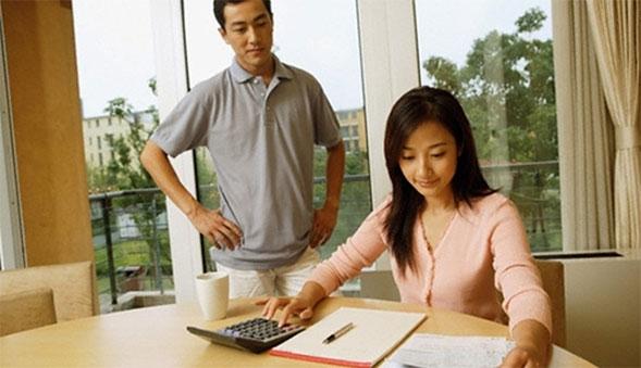 Làm sao để chồng tự giác đưa tiền cho vợ? sau đây có 3 cách