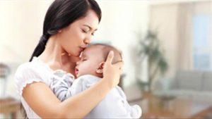 Sau khi sinh con, vợ không đi làm không có tiền thì chồng khinh thường